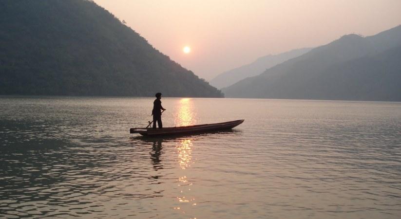 Phân tích truyện ngắn Người lái đò sông Đà của Nguyễn Tuân