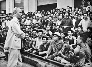 Suy nghĩ về câu nói của Hồ Chí Minh: Có tài mà không có đức là người vô dụng, có đức mà không có tài thì làm việc gì cũng khó